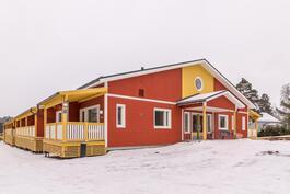 Tilavat asuntokohtaiset parvekkeet / Rymliga lägenhetsvisa balkonger