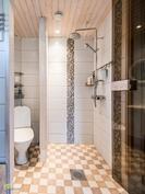 Pihatalon kylpyhuone