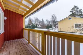 Tilava parveke / Rymlig balkong
