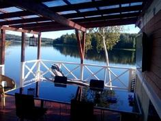 Näkymää kesäkeittiöstä järvelle