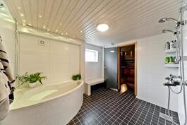 Alimman kerroksen  Kylpyhuone