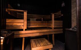 saunassa sekä puu- että sähkökiuas