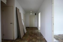 Eteinen / Hall