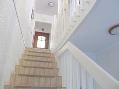 portaikkoa alhaalta