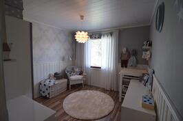 Makuuhuone 3 (yläkerta)