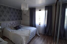Makuuhuone 1 (yläkerta)