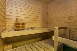 Omassa saunassa on sähkökiuas.