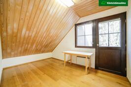 Yläkerran vh/makuutila, lattian p-a 11,5 m²
