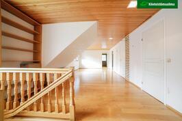 Yläkerran olohuone/aula