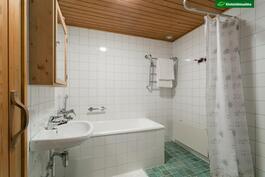 Pesuhuonessa kylpyamme