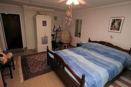 Makuuhuone 2:ssa takkauuni