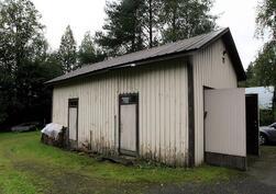 Ulkorakennuksessa autotalli ja varasto