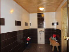 Talon pintamateriaalit uusittu v.2013 näyttäviksi! Kuvassa alakerran kylpyhuone.