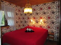 Myös yläkerta pintaremontoitu v. 2013! Kuvassa yläkerran isompi makuuhuone!