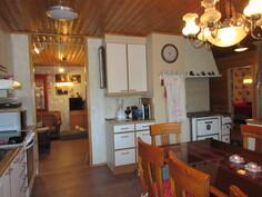 ... keittiöstä, josta käynti myös ...