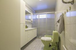 Yläkerran iso wc.