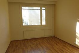 toinen makuuhuone sisäpihalle