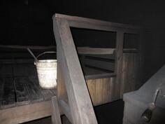 Savusaunan lauteille mahtuu jopa n. 10 saunavierasta kerralla!