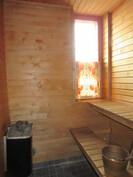 Kuvassa Jugend-talon v. 2012 uusitut majoitustilojen kauniit sähkölämm. sauna- ja ...