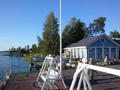Kohteen erikoisuus on meren äärellä oleva v. -08 rak. savusaunarakennus, jonka laiturilta on ympärivuotinen uintimahdollisuus!