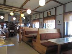 ... asiakaspaikkanäkymää! Pääravintolassa lisäksi myös 45-paikkainen kabinettitilaksikin muuntuva tila!