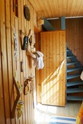 pukuhuonetilaa, portaat yläkertaan