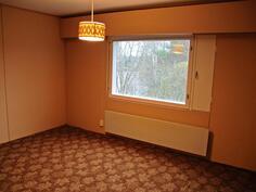 Yläkerran 2. makuuhuone näköala joelle