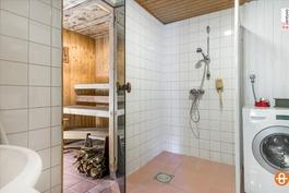 Kulpyhuone ja puulämmitteinen sauna