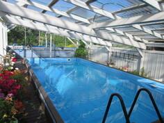 Kuvassa pihapiirin 2000-luvulla rakennettu n. 24 m2 uima-allasrakennuksen!