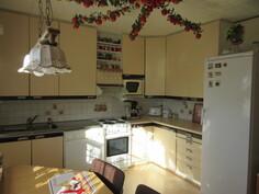 Talon keittiössä arvostetut retro Marcello-keittiökaapistot!