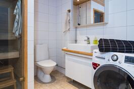 Asunnossa on kaksi wc:tä