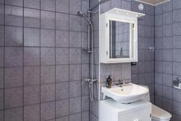 Kylpyhuone on tilava