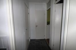 Asuntoon kaksi sisäänkäyntiä