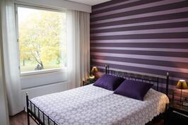 Makuuhuoneesta kauniit puistomaisemat