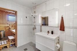Kylpyhuone ja saunaosasto