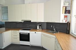 keittiö on remontoitu 2013 ( kalusteet Puustelli )