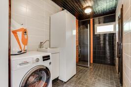 Pesuhuoneen yhteydessä on kodinhoitotilaa