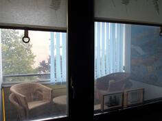 Makuuhuoneesta parvekkeelle