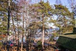 Näkymä asunnon G11, tontin puut kaadetaan.
