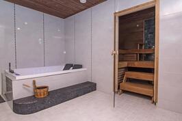 Kylpyhuone, jossa poreamme