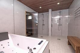 Tilava kylpyhuone
