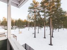 Parvekkeelta näkymät Jäälinjärvelle