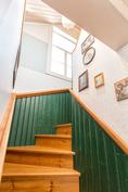 Yläkertaan johtavat portaat