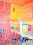 Saunatilassa suihku