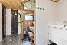 Tyylikäs v. 2014 uusittu saunaosasto./ Stilig år 2014 renoverad bastuavd.