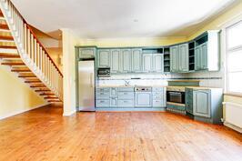 Tässä keittiössä on todella hyvät tilat!