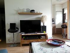 Huonekuva sohvalta käsin