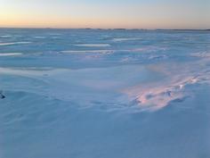 Talvinen meren ranta 200 metrin päässä asunnolta
