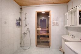 Suihkuhuone ja sauna