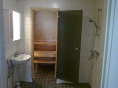 A. asunto: WC/suihkutila, takana sauna